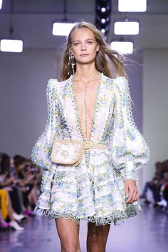 Fashion Hacks Clothes Zimmermann Fashion Show Ready to Wear Collection Spring Summer 2018 in New York.Fashion Hacks Clothes Zimmermann Fashion Show Ready to Wear Collection Spring Summer 2018 in New York Live Fashion, Boho Fashion, Vintage Fashion, Fashion Outfits, Fashion Design, Fashion Hacks, Fashion Tips, Couture Fashion, Runway Fashion
