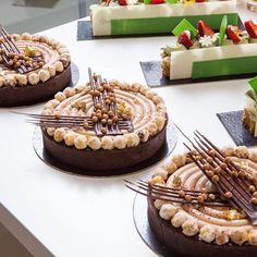 Milk chocolate and Hazelnut tart for my Class at @peckale photo by @krinitskiy #chefsroll #Bachour #bachourchocolate #bachourchocolatebook #bachoursimplybeautiful #chocolate #theartofplating #chefstalk #chefsofinstagram #gastroart #antoniobachour #bachour1234