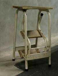 Het trapkrukje, handig voor hoge kasten en te gebruiken als extra zitplaats!