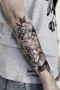 - tattoo world inspirational ink tatoeage ideeën, roze tatoeages y tatoeage Men Flower Tattoo, Rose Tattoos For Men, Flower Tattoo Designs, Trendy Tattoos, Tattoo Designs Men, Black Tattoos, Small Tattoos, Tattoos For Guys, Tattoos For Women