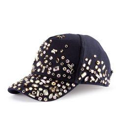 Bejewelled baseball cap H Diy Fashion, Love Fashion, Ideias Fashion, Womens Fashion, Black Snapback, Snapback Hats, Miu Miu, Stylish Caps, Best Caps