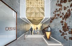 Office Lobby 53 with feature cascading down from high level forming a direction of route Modern Office Design, Interior Design Business, Workplace Design, Office Designs, Lobby Reception, Reception Design, Corporate Interiors, Office Interiors, Feature Wall Design