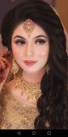 Best Snap Shots pakistani Bridal Makeup Suggestions Bridal makeup appears fascinating and each and every woman possesses an aspiration to offer the grea Pakistani Bridal Makeup Hairstyles, Pakistani Makeup, Pakistani Wedding Outfits, Pakistani Bridal Dresses, Bridal Outfits, Gown Hairstyles, Bridal Makeup Looks, Bridal Hair And Makeup, Bride Makeup