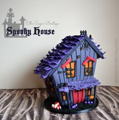 Halloween Haunted Gingerbread Houses and How to Make Them - - Gingerbread houses aren't just for Christmas anymore! Try Halloween haunted gingerbread houses for a fun twist on the traditional. Spooky Halloween, Halloween Backen, Bolo Halloween, Pasteles Halloween, Dessert Halloween, Fete Halloween, Halloween Food For Party, Halloween Cookies, Holidays Halloween