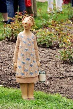 I *love* her work! Raku Pottery, Pottery Sculpture, Sculpture Clay, Pottery Art, Pottery Angels, Paper Clay Art, Clay People, Sculptures Céramiques, Ceramic Figures