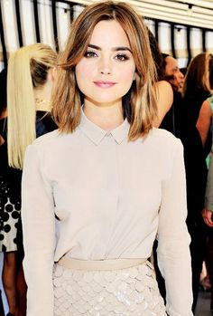 Jenna Coleman kept things relatively monochromatic in a nude shirt and a sequin scallop pencil skirt. Jenna Coleman kept things relatively monochromatic in a nude shirt and a sequin scallop pencil skirt. Medium Hair Cuts, Short Hair Cuts, Medium Hair Styles, Short Hair Styles, Haircut Medium, Pixie Cuts, Cute Medium Haircuts, Trendy Haircuts, Short Curly Haircuts