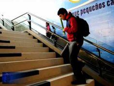 Chili: les marches du métro transformées en piano géant - YouTube Transformers, Chili, Marketing, Santiago, Walking, Chile, Chilis, Capsicum Annuum