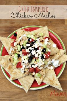 Try these amazing greek inspired chicken nachos! Easy, refreshing and perfect for summer. #FosterFarmsFresh AD