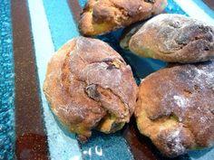 Quando chega o dia de todos os Santos, em Novembro, a minha mãe ainda faz as merendeiras de batata doce, que depois partilha com as vizin...