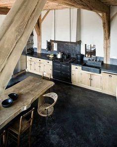 17 ideeën voor je keuken Deze week gaat onze blog over de keuken. Vaak het centrale punt van je huis, zeker als je een woonkeuken of een leefkeuken hebt. Wij hebben voor onze woonboerderij gekozen voor een grote leefkeuken met kookeiland. En de eettafel heeft de allermooiste plek van ons huis gekregen. We ontbijten er …
