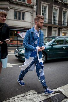 London Men's Fashion Week street style - All About Mens Fashion Summer Outfits, Fashion Week 2016, Mens Fashion Week, Mens Fashion Suits, Fashion 101, Fashion Ideas, Fashion Trends, High Fashion, Fashion Inspiration