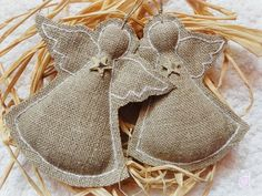 Burlap angel ornaments Simple and charming. Burlap Ornaments, Burlap Crafts, Xmas Crafts, Christmas Projects, Christmas Tree Ornaments, Christmas Decorations, Cheap Ornaments, Fabric Ornaments, July Crafts