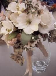 #neutral wedding bouquet... Wedding ideas for brides, grooms, parents & planners ... https://itunes.apple.com/us/app/the-gold-wedding-planner/id498112599?ls=1=8 … plus how to organise an entire wedding ♥ The Gold Wedding Planner iPhone App ♥ http://pinterest.com/groomsandbrides/boards/