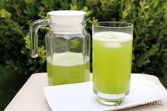 Suco de limão com capim santo:  1 limão 500 ml de água 1/2 xícara (chá) de capim santo Açúcar a gosto