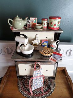 Vintage-Toy-Kitchen-EMPIRE-Childs-Stove-with-EVERYTHING-but-the-kitchen-sink