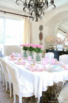 Home Decor Inspiration How to Set a Perfect Pink Easter Table with DIY Mini Floral Easter Baskets - Randi Garrett Design.Home Decor Inspiration How to Set a Perfect Pink Easter Table with DIY Mini Floral Easter Baskets - Randi Garrett Design Easter Table Decorations, Centerpiece Decorations, Decoration Table, Easter Decor, Pink Decorations, Easter Centerpiece, Easter Ideas, Console Table, Dinning Table