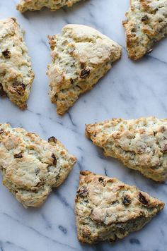 Gluten Free Scottish Oat Scones - Taste Love and Nourish This Gluten Free Scottish Oat Scones recipe is AMAZING! Simply adapts to non-gluten free. These are my family's favorite weekend breakfast! Oat Scones Recipe, Baking Scones, Gluten Free Breakfasts, Gluten Free Desserts, Gluten Free Recipes, Vegetarian Recipes, Scones Sans Gluten, Patisserie Sans Gluten, Sem Lactose