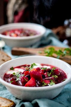 tradycyjny-barszcz-ukrainski Borscht, Fruit Salad, Chili, Salsa, Strawberry, Food And Drink, Cooking, Ethnic Recipes, Foods