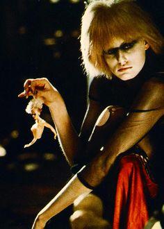 Daryl Hannah as Pris in Blade Runner, 1982 Tv Movie, Sci Fi Movies, Indie Movies, Action Movies, Film Blade Runner, Blade Runner 2049, Blade Runner Pris, Cyberpunk, Film Science Fiction