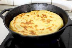 Turte cu brânză și verdeață. Ar fi bine să faceți deodată mai multe! - Bucatarul Cornbread, Cooking, Ethnic Recipes, Food, Millet Bread, Kitchen, Essen, Meals, Yemek