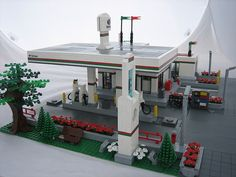 Welcome to the Octan Gas Station! Complete with fuel pumps, a car wash, a shop and ample parking. This has been a goal of mine to build an Octan Gas Station for a few years now since Octan is one of my favorite on-going themes by Lego. - www.mocpages.com/moc.php/295787