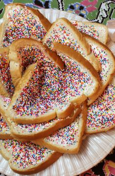 The ultimate 3 ingredient comfort snack: Australian Fairy Bread Fairy Bread, Happy Things, Party Recipes, 3 Ingredients, Birthday Parties, Snacks, Breakfast, Ethnic Recipes, Christmas