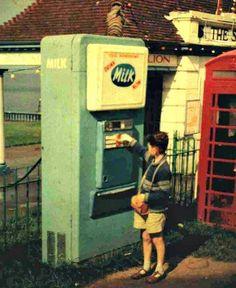 Milk vending machine in Britain, 1960 Soda Vending Machine, Arcade Machine, Vending Machines, Sweet Memories, Childhood Memories, We Happy Few, Old Video, The Old Days, British History