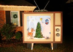 Very clever lawn display for Christmas Vintage Christmas TV / 7th House on the Left