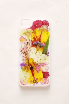 Create your own flower power smartphone case with pressed flowers.
