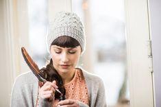 Herkässä pitsineulepipossa on kaunis ruutukuvio. Tämän ja muut neulontaohjeet löydät osoitteesta kotiliesi.fi! Knitting Patterns Free, Free Knitting, Diy Accessories, Diy Design, Knitted Hats, Knitwear, Knit Crochet, Winter Hats, Beanie