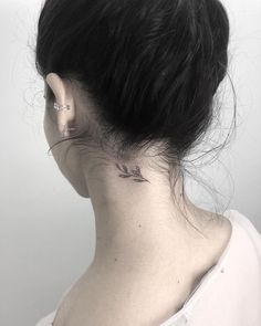 Tiny neck tattoos for women – All my tattoos are extremely meaningful. So that t… Tiny neck tattoos for women – All my tattoos are extremely meaningful. So that types of tattoos have to be covered up before you turn into the sign o… Tattoo Girls, Tiny Tattoos For Girls, Little Tattoos, Girl Tattoos, Tatoos, Bow Tattoos, Tribal Tattoos, Bird Tattoo Neck, Small Neck Tattoos