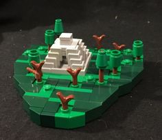 LEGO Microscale Aztec Temple David Zambito built the smallest recognizable Aztec pyramid out of Lego using stacked corner panels to imitate the steps of the structure. Lego Sets, Legos, Carl Y Ellie, Micro Lego, Lego Boards, Lego Pictures, Lego Activities, Lego Craft, Cool Lego Creations
