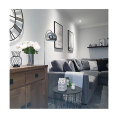 You can never go wrong with a soft grey shade. Living Room Paint, Living Room Colors, Redecorate Living Room, Gray Painted Walls, Living Room Grey, Cottage Living Rooms, Living Room Decor Gray, Bedroom Wall Colors, Grey Dining Room