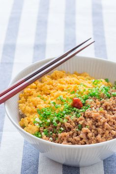 Soboro Don (Chicken Rice Bowl) : includes instruction on how to break up the chicken meat into small, evenly crumbled pieces