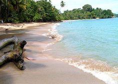 Manzanillo, Colima (Oceano Pacifico).........Conosciuta per le sue belle spiagge e per la pesca d'altura è ritenuta la capitale mondiale del pez Vela una specie di pesce spada. Possiede un meraviglioso porto di epoca spagnola coloniale. Manzanillo è anche la destinazione ideale per chi cerca relax e divertimento. Playa San Pedrito, Playa Miramar, Playa Olas Altas, Playa Santiago, Playa La Boquita, Playa Las Hadas sono spiagge che offrono attività per tutti i gusti.