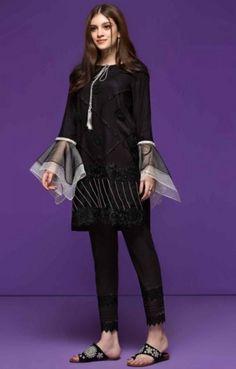 Kurti Sleeves Design, Sleeves Designs For Dresses, Sleeve Designs, Dresses With Sleeves, Pakistani Casual Wear, Pakistani Dresses, Salwar Designs, Trendy Kurti, Dresser