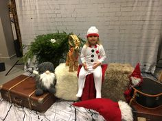 Elf On The Shelf, Abs, Holiday Decor, Photography, Home Decor, Photo Studio, Crunches, Photograph, Decoration Home