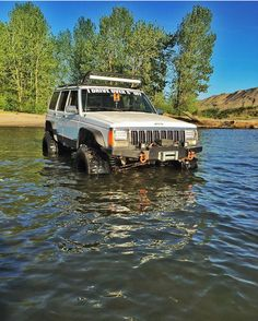 Jeep Cherokee XJ                                                                                                                                                     More Jeep Xj Mods, Jeep 4x4, Jeep Truck, Red Jeep, Blue Jeep, Cherokee Sport, Jeep Grand Cherokee, Hummer, Cherokees