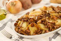 La rosticciata di finferli (pilzgröstl) e speck, è un piatto tipico dell'Alto Adige, formato da una spadellata di patate con funghi, speck e altri aromi.
