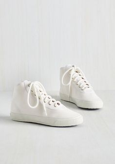 Sporty Favors the Bold Hi-Top Sneaker in White. Score the winning point for your slam-dunk outfit by lacing into these white hi-top sneakers! #white #modcloth