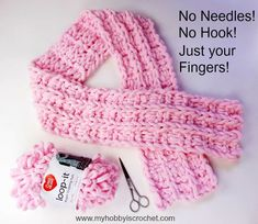 Crochet Scarf Strawberry Waffle - Loop it Scarf - Free Finger Looping Pattern - No neddles! No hook! Use just your fingers and the Loop it Yarn from Red Heart Yarns to create this pretty scarf! It's fun and it works up super fast! Finger Knitting Blankets, Hand Knit Blanket, Arm Knitting, Knitted Blankets, Hand Knit Scarf, Loop Scarf, Finger Knitting Projects, Yarn Projects, Knitting Tutorials