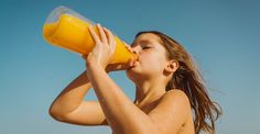 Childhood is a time when habits such as staying well hydrated should be consolidated. Hydration is essential to prevent the signs of thirst from appearing, especially in the spring-summer season, or in hot environments. So it's important to have a couple of hydrating drinks for children. Get them ready now!… #FamilyAgain #Coconut, #Drinks, #Ginger, #Honey, #Hydration, #Lemon, #Orange, #Pineapple, #Water Weight Loss Tea, Weight Loss For Women, Best Weight Loss, Lose Weight, Smoothie Menu, Smoothies, Juice Smoothie, Hydrating Drinks, Menu Dieta