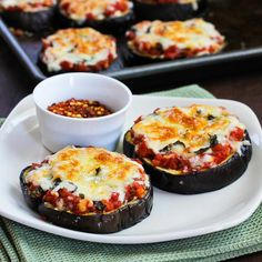 Healthy Eggplant Pizza by thinnrecipes #Piza #Eggplant #Healthy