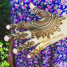 Full week of henna appointments coming up and then the Tisbury Street Fair on Friday! Be sure to get in touch early to set up your henna session! 802-825-1728 #marthasvineyard #MV #MVY #edgartown #oakbluffs #vineyrdhaven #hand #designer #islandlife #adornment #hennaartist #hennadesign #mehndi #summertime #henna #maplemehndi