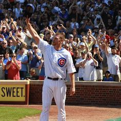 Kerry Wood acknowledges the crowd.