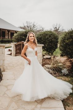 Rustic Country Wedding Dress – Best Rustic Homes Rustic Wedding Gowns, Outdoor Wedding Dress, Chic Wedding Dresses, Lace Beach Wedding Dress, Western Wedding Dresses, Wedding Dress Pictures, Elegant Wedding Dress, Ivory Wedding, Gown Wedding