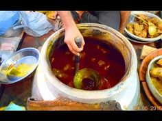 Indian Street Food Tour in Old Delhi, India Best Street Food, Indian Street Food, Desi Food, My Best Recipe, Indian Food Recipes, I Am Awesome, Tourism, Good Food, Delhi India