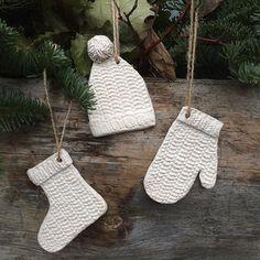 """""""Вязаные"""" новогодние  игрушки- могут быть прекрасным украшением и для дома, и для улицы. Сделаны вручную из белой испанской глины."""