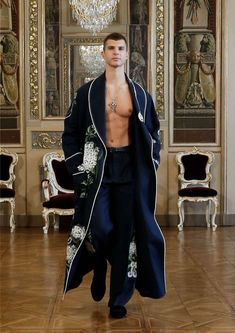 Dolce & Gabbana Alta Sartoria Fall-Winter 2020 Collection Couture Mode, Couture Fashion, Runway Fashion, High Fashion, Fashion Show, Mens Fashion, Fashion Design, Fashion Trends, Moda Medieval