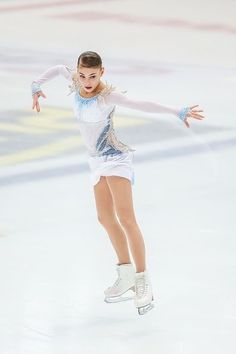 Alena Kostornaia of Russia competes in the Junior Ladies Short Program during day one of the ISU Junior Grand Prix of Figure Skating at Keine Sorgen Eis Arena on August 2018 in Linz, Austria. Get premium, high resolution news photos at Getty Images Women Figure, Ladies Figure, Russian Figure Skater, Ice Skaters, Skate Style, Figure Skating Dresses, Sports Figures, Grand Prix, Vestidos